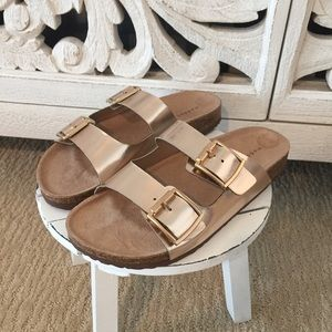 💕ONE LEFT💕 Steve Madden Rose Gold Sandals